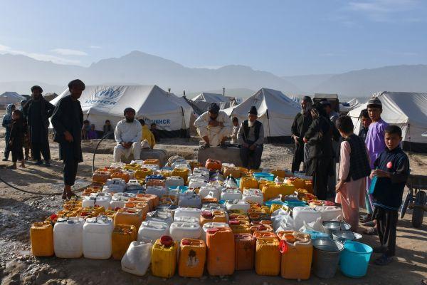 在多国部队撤军后,欧盟继续在阿富汗从事外交和救援工作