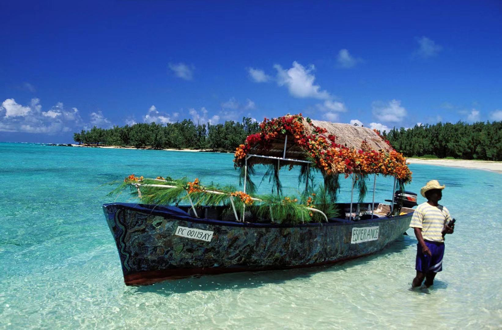 云游四方|7月恢复开放的毛里求斯,除了沙滩岛屿还有七色土