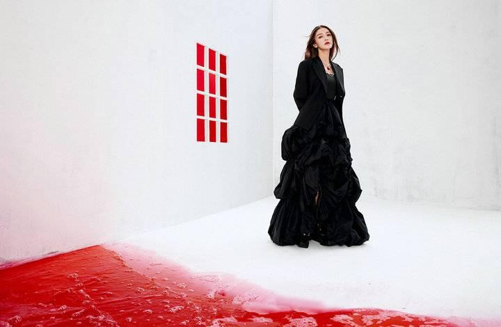 Angelababy封面大片 色彩碰撞艺术感十足