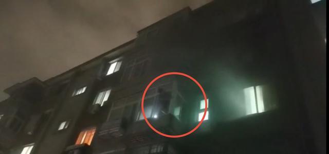 家中凌晨突然着火,北京这位老爷子一系列自救堪比教科书