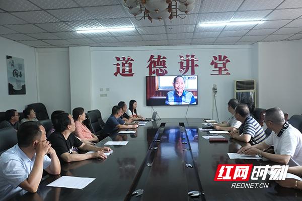 """凤凰县人大举办""""学习袁隆平院士,做一粒健康种子""""主题道德讲堂"""