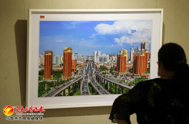 300余幅摄影作品展现城市巨变