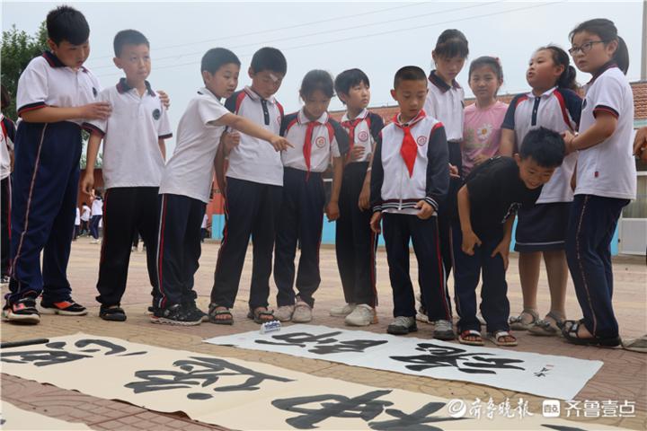 惠民县石庙镇梁家小学举行小学文学教育基地挂牌仪式