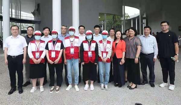 花开中国梦,志愿暖申城,申城开展第十届中国花卉博览会志愿者慰问活动