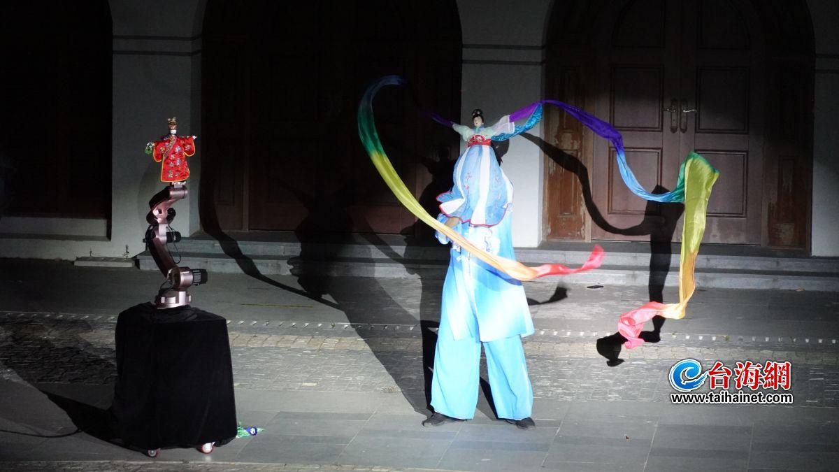 布袋木偶戏人机互动在故宫鼓浪屿外国文物馆上演
