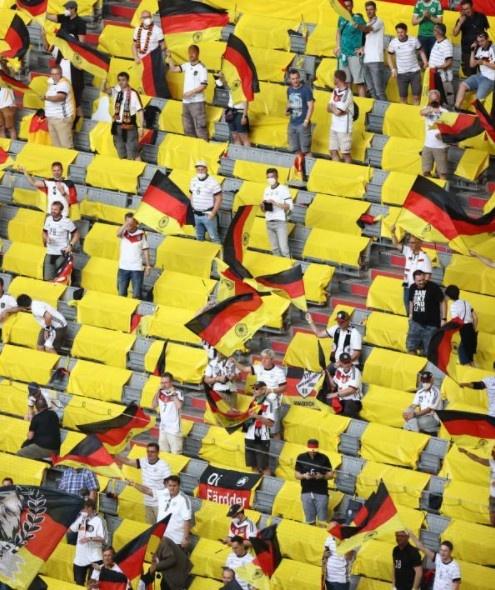 图片报:加强防疫管控,慕尼黑将要求入场球迷须全程佩戴口罩