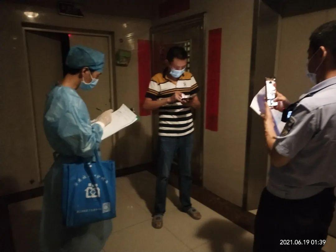 黄江三人小组紧急上门排查疑似次密接触者