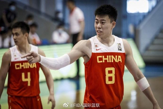 看得心脏病要犯了!中国男篮6分逆转日本,周琦带伤复出