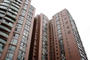 江东和谐世纪业主买房6年没产权证