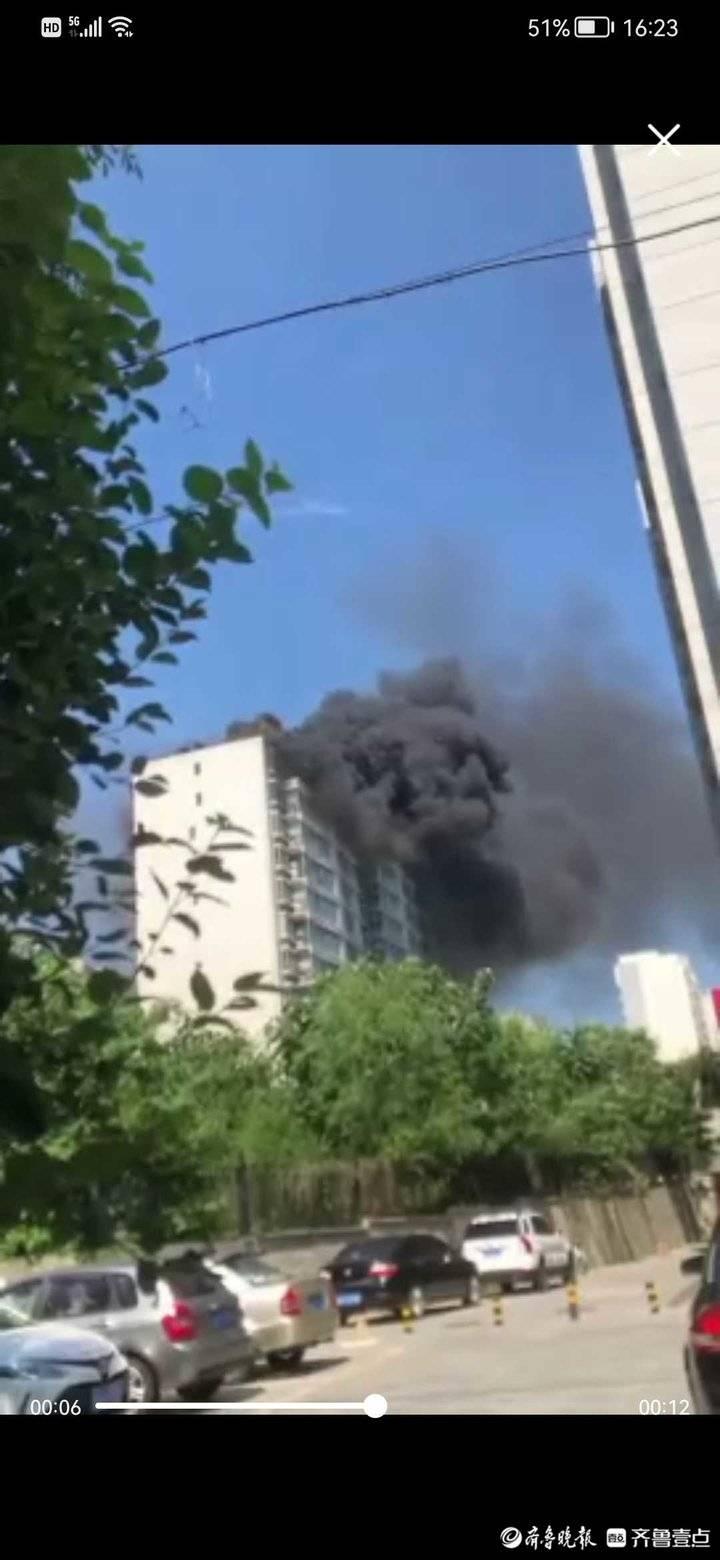 找记者上壹点|突发!济南一小区高层起火,现场浓烟滚滚