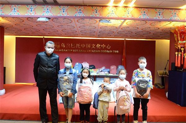 乌兰巴托中国文化中心举办国际儿童节献爱心活动