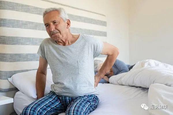 腰背出现4个异常,别小看,或是癌细胞暗示