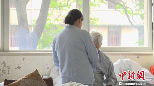 中国阿尔茨海默病患病率逐年增长 诊疗困境如何破解?