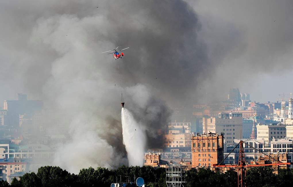 莫斯科烟花爆竹仓库着火 出动直升机紧急灭火