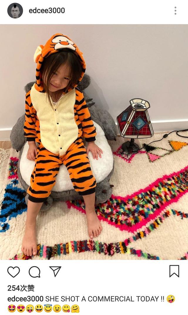 陈冠希和女儿玩直播,4岁Alaia大长腿太优越,秦舒培超模基因太强大