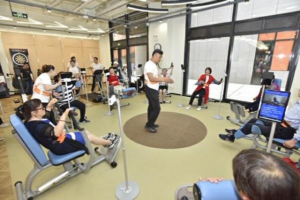 除了广场舞,太极拳,老年人锻炼有了科学健身场所