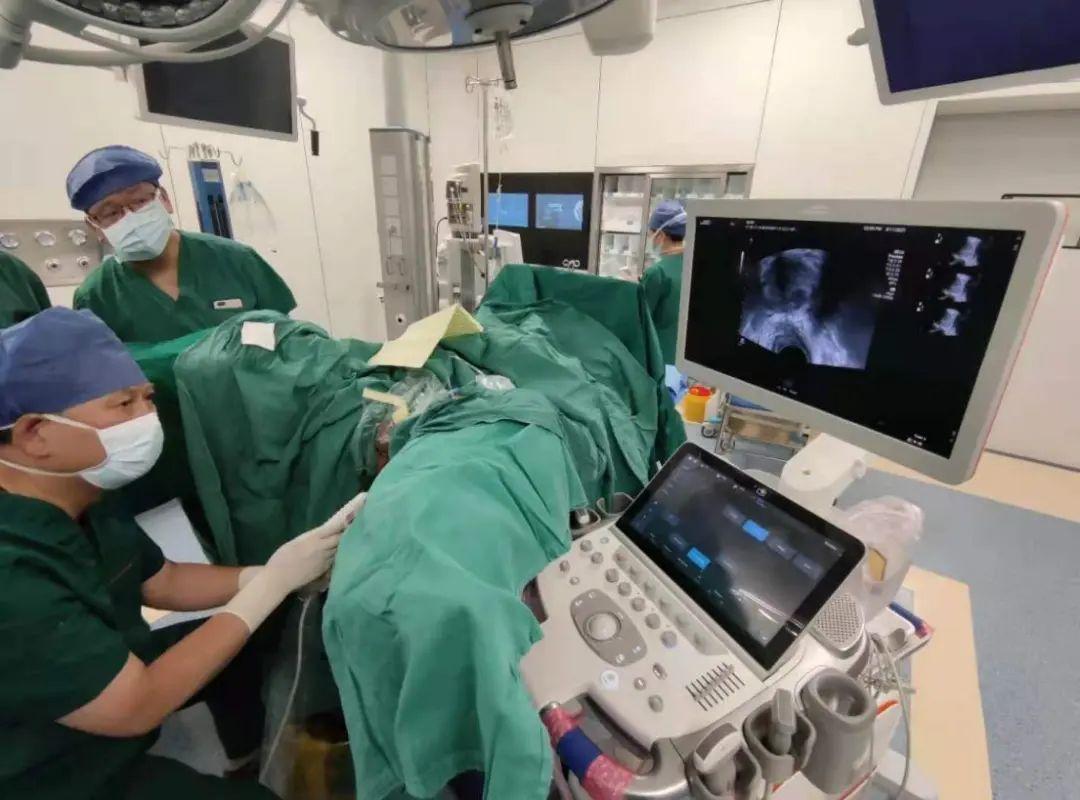 武汉协和医院金银湖院区首次开展超声引导下经会阴前列腺穿刺活检术