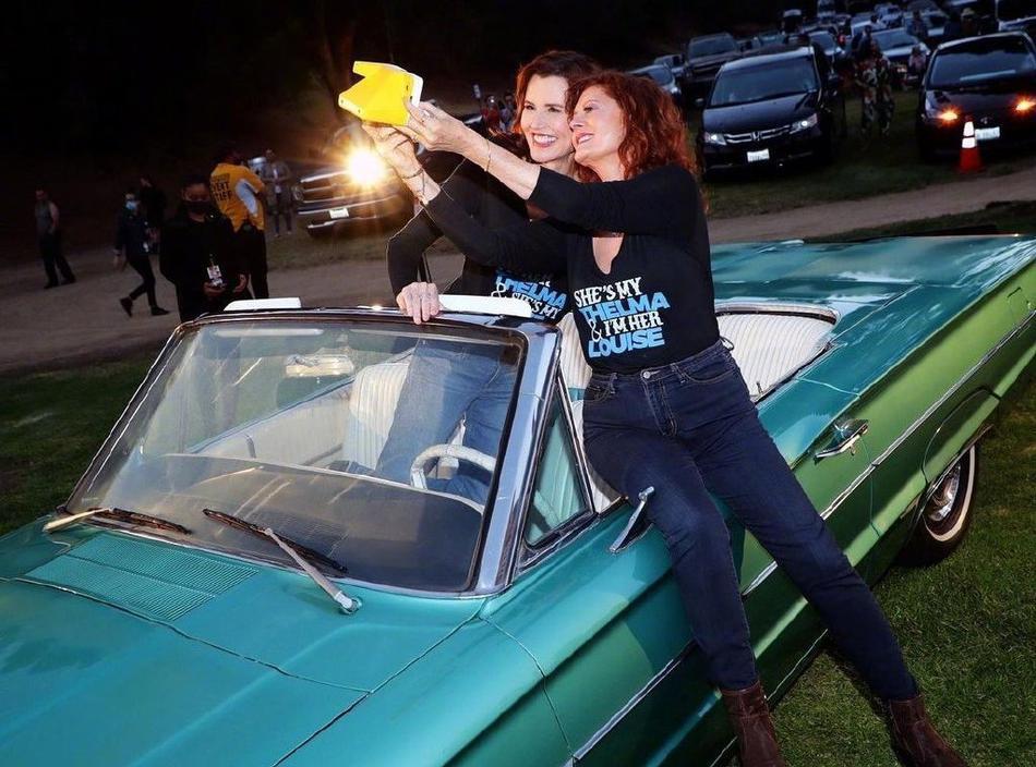 《末路狂花》两女主时隔30年同框热吻