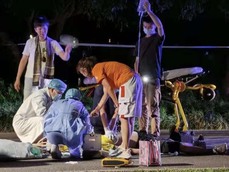 男子香蜜公园险猝死,女医生路过果断出手相救!