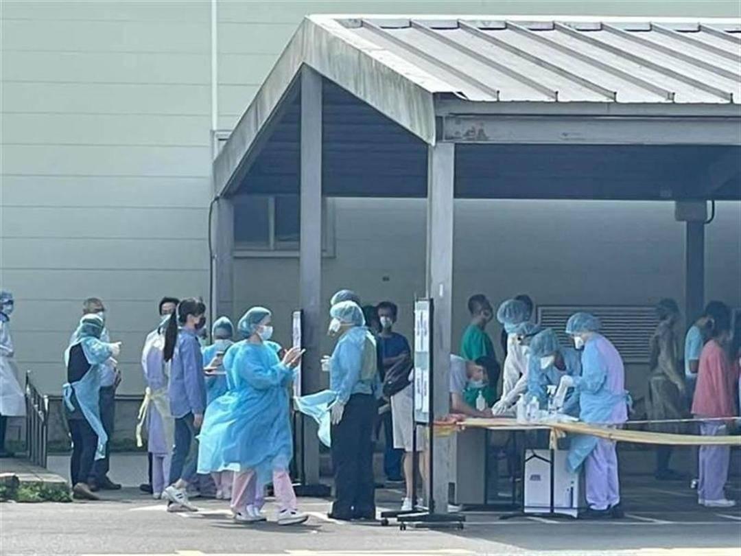 台湾民众接种新冠疫苗后接连出现死亡,军方桃园总医院暴发院内群聚感染