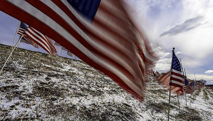 """美国何以""""下沉""""?《下沉年代》揭开美国社会破碎裂痕"""
