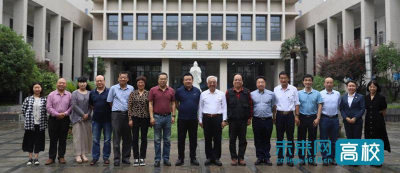 纸电融合趋势下图书馆本科教育资源建设馆长论坛在陕西国际商贸学院召开