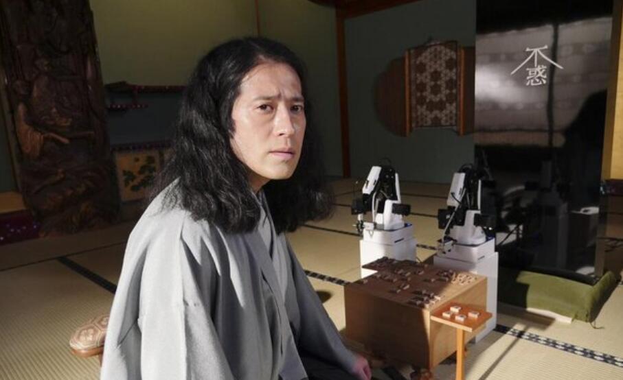 又吉直树首次出演《世界奇妙物语》并担任主角饰演职业棋手