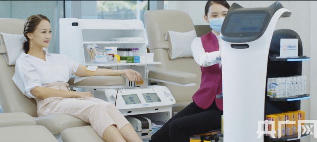 科技点亮爱心 普渡机器人助力智慧献血服务
