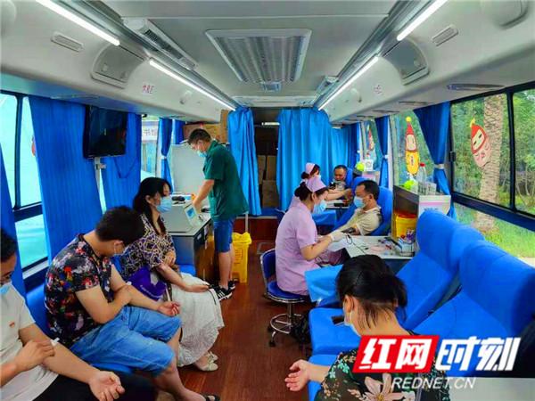 江永党员干部和群众踊跃参加无偿献血