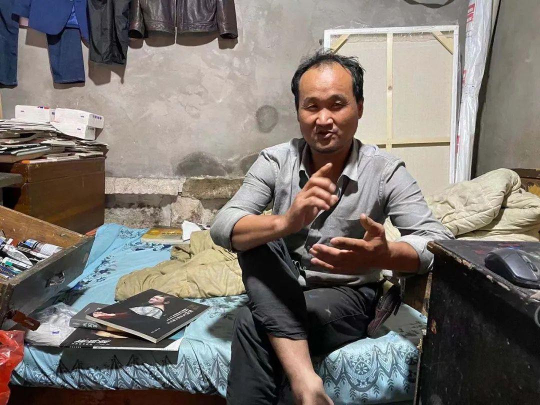 """绍兴""""陋室画家""""火了:收废品18年,梦想不再为了钱画画"""