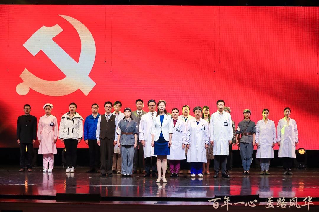 """上班""""苗苗苗""""下班去排戏,上海医务人员自编自演原创剧""""说好自己的故事"""""""