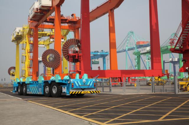 控制更精准能耗更低,天津港研制人工智能运输机器人下线测试