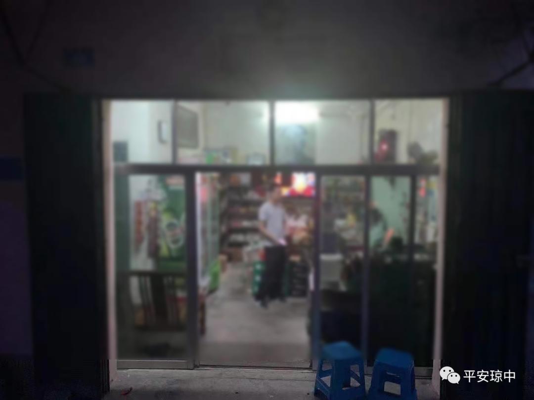 在自家商店里卖私彩,海南两店主被拘留