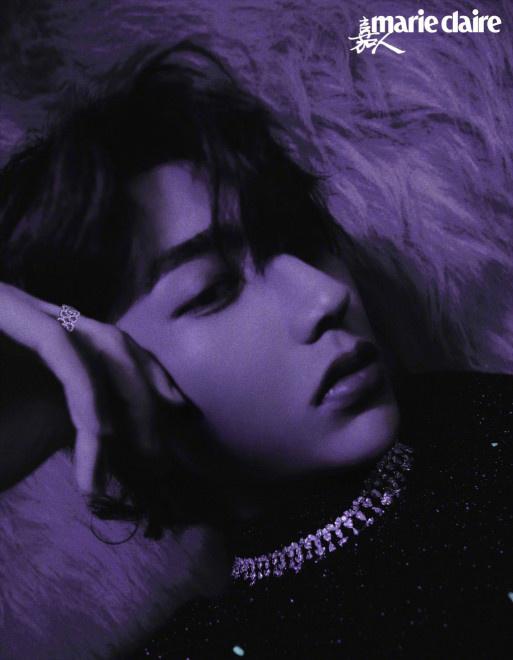 蔡徐坤惊喜呈现紫色荧光封面大片