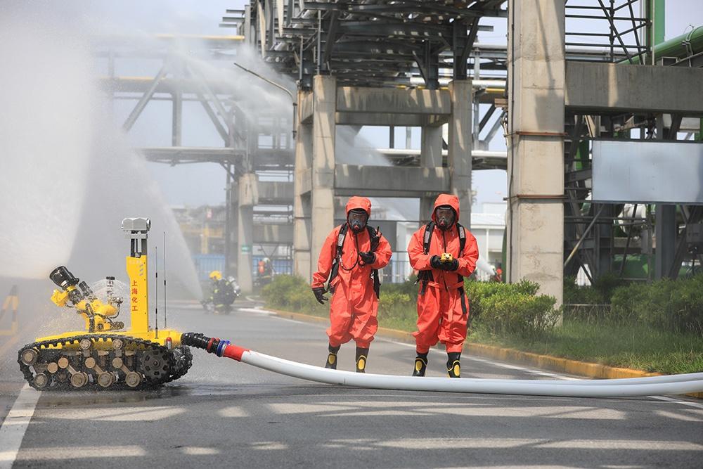 上海120名消防员开展应急演练