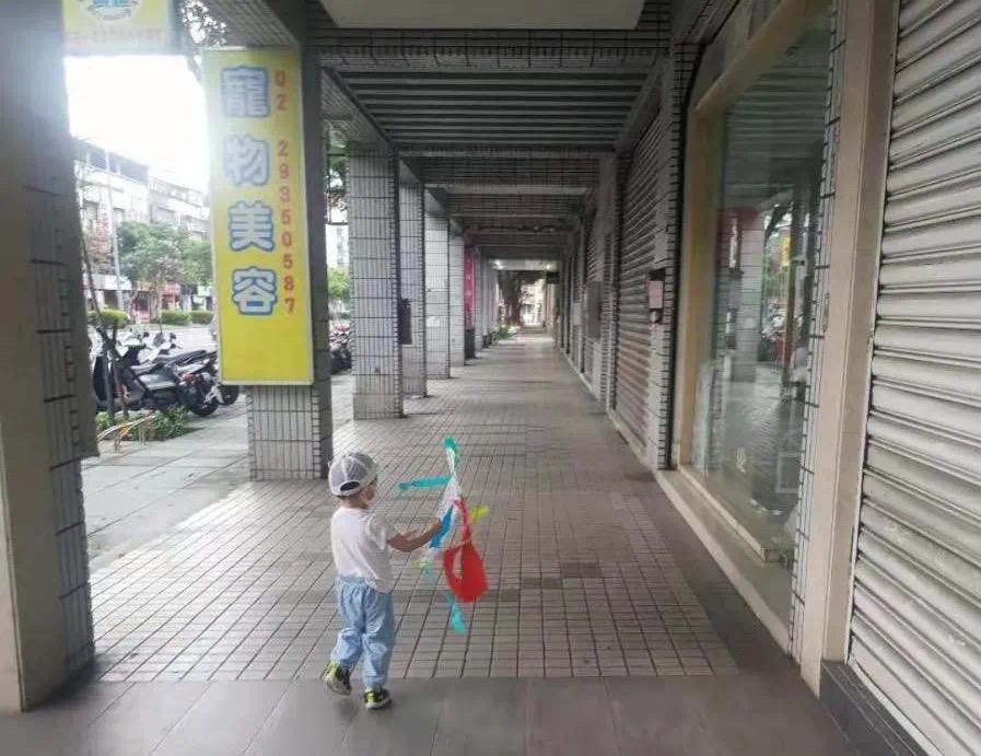 疫情之下的台湾职场妈妈 孩子在家 工作在哪?