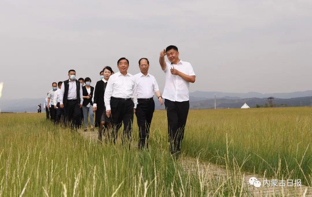 王晨在内蒙古进行固体废物污染环境防治法执法检查 石泰峰主持汇报座谈会并陪同检查