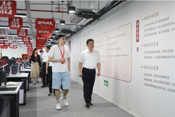 杭州市钱塘区委副书记、区政府筹备组长朱党其一行莅临玩物得志APP调研考察