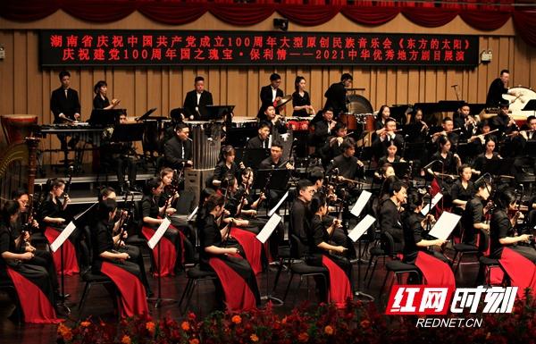 经典乐音献礼百年 大型原创民族音乐会《东方的太阳》上演