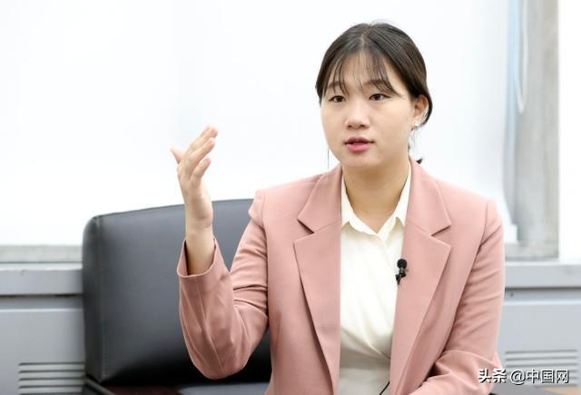 韩总统提名95后女大学生做秘书:系1987年来首次以大学生身份获提名