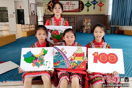 邕宁区蒲庙镇:小小米粒点成画 巧绘河山献给党
