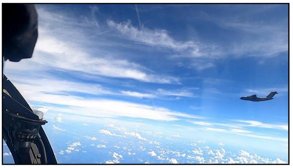 马来西亚皇家空军拍摄到的伊尔-76运输机(图1)和运-20运输机(图2)