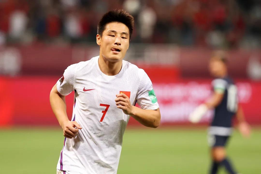 跑到迪拜比赛也要我们买单?中国足协负责各队食宿交通,三场比赛全部在北京时间凌晨1点开球
