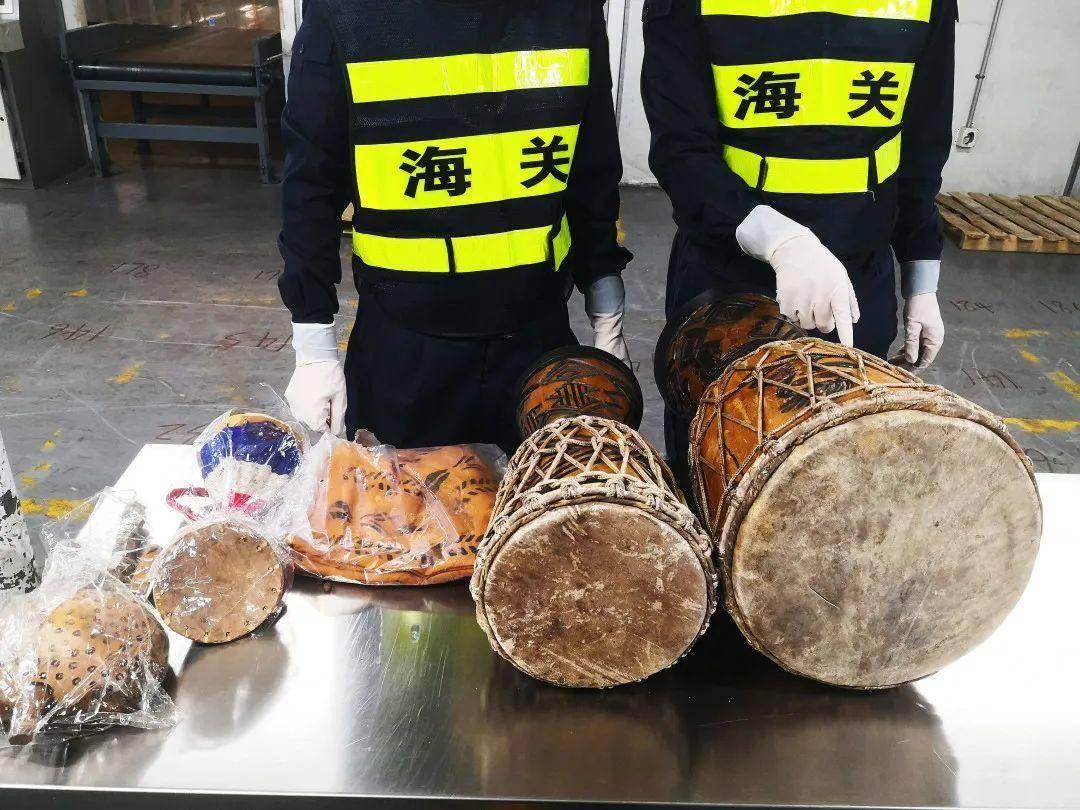 鼓中再现可卡因!深圳海关在1票过境快件包裹中查获可卡因919克