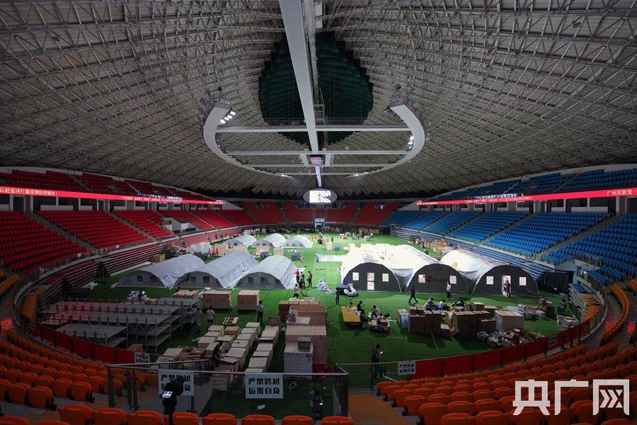 """首个""""猎鹰号""""气膜方舱实验室在广州体育馆建成并投入使用。(记者官文清 摄)"""