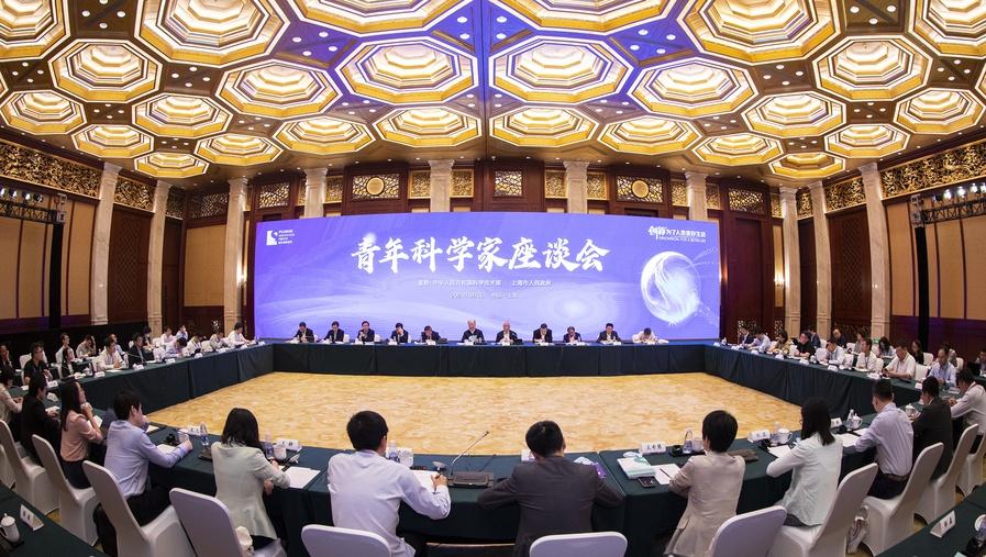 """青年科学家对话科技部长、院士校长:中国科技需要更多""""探险家""""而非""""游客""""   浦江创新论坛"""