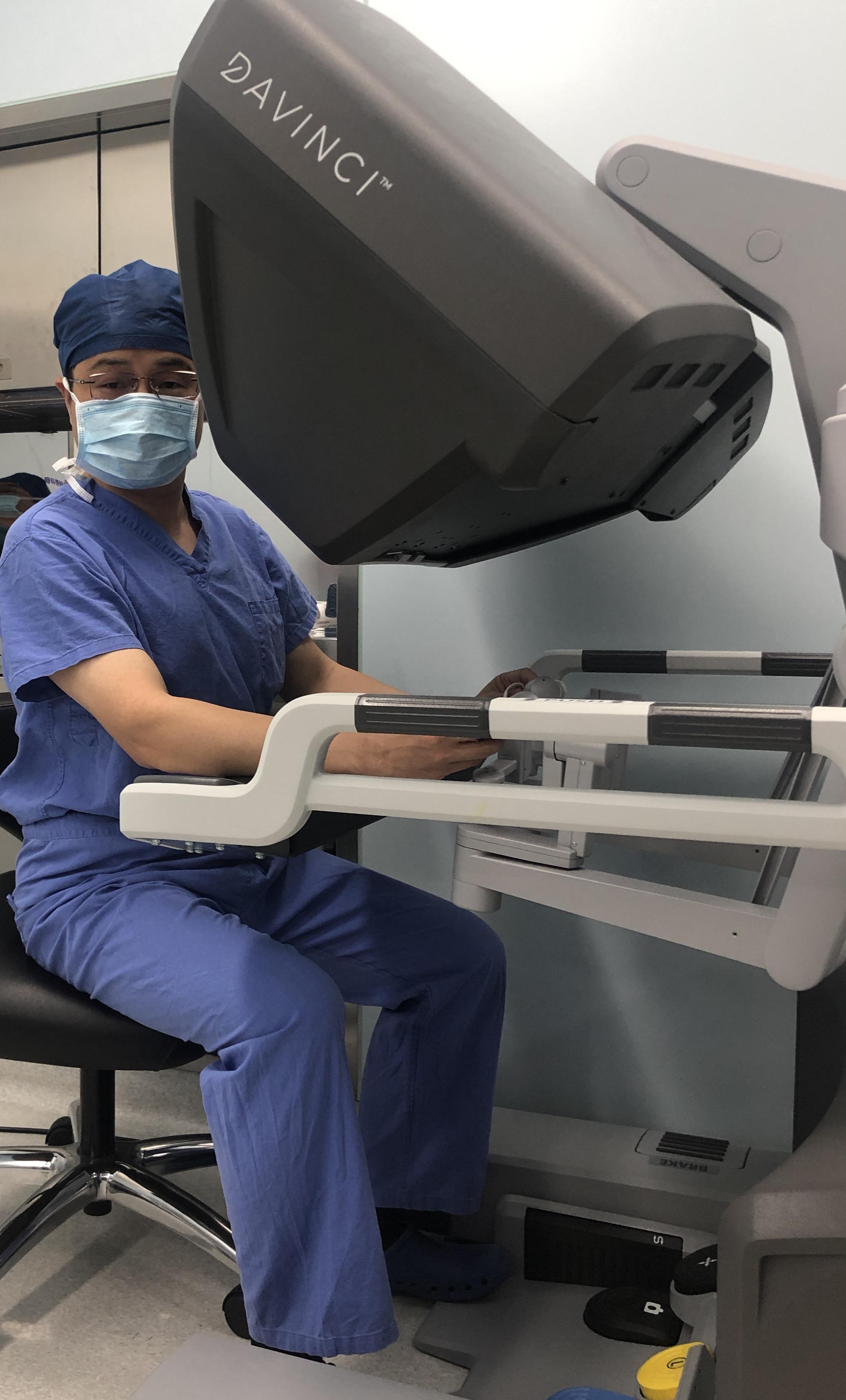 """让创口更小、痛感更轻,外科医生的""""第三只手""""正让更多患者受益"""