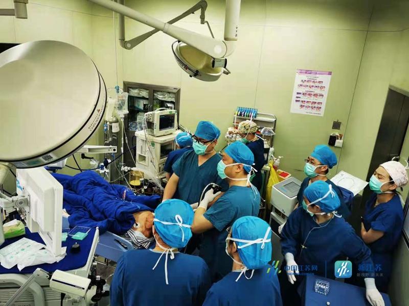 """中大医院多科联手搞定患者气管里""""难取的骨头"""" 专家:频频咳嗽不止谨防气管异物"""
