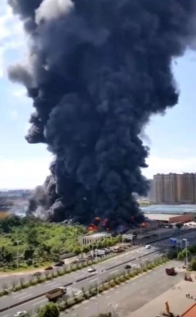 中国 家電倉庫が爆発、兵器並みのレベルで爆発