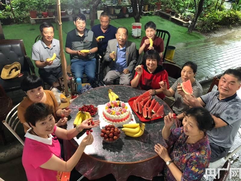 宁波镇海:12人抱团养老亲如一家,回馈邻里热心热肠